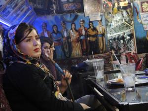 Unge jenter på tehus i Isfahan