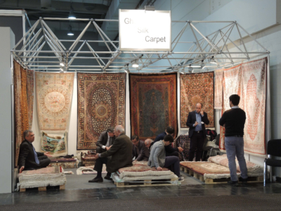 Stor interesse for iranske silketepper fra Qom, særlig blant asiatiske detaljister