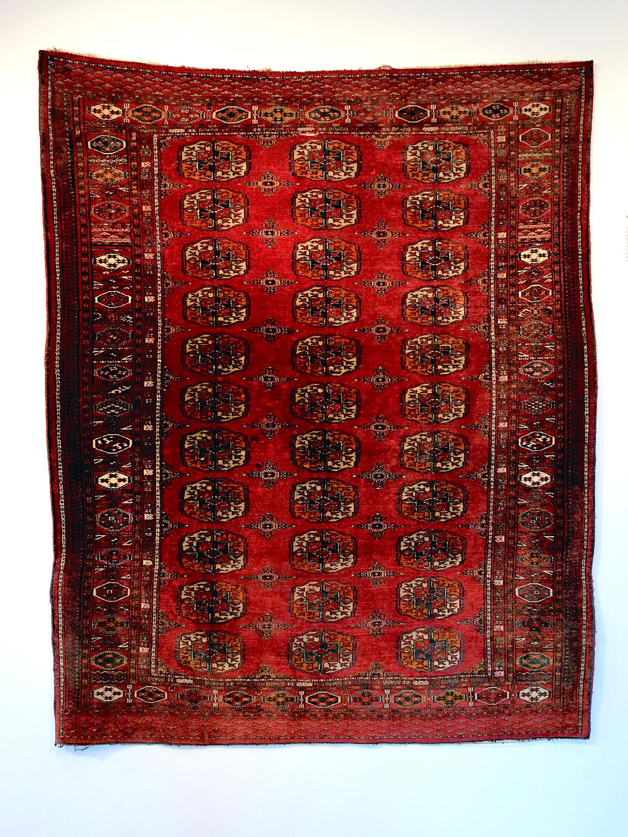 Et lite såkalt brudeteppe i silke laget av Tekke-stammen, en av de mange turkmenske stammene som er kjent for sin ypperlige teppekunts